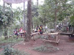 Para sepedaers yang istirahat di Warban