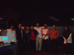 Mendirikan tenda peleton dalam kegelapan, selesai jam 2 malam