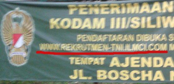 Pengumuman rekrutmen TNI via online.