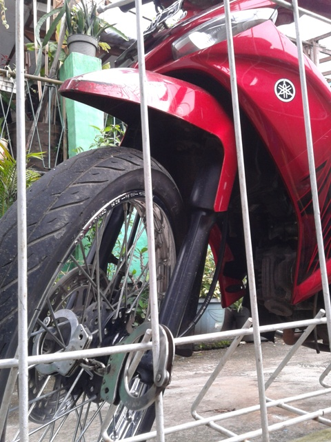 Apa salahnya motor ini? sehingga diborgol..