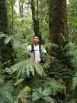 18. Secuil hutan tropis, basah, lumut, rimbun, dan tetep berpose